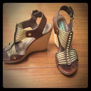 STEVE MADDEN gold and brown wedges, size 7/8.